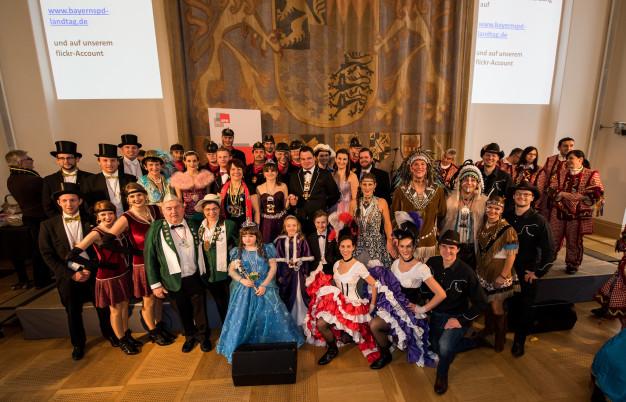 Diana Stachowitz, MdL mit den Faschingsvereinen aus Oberbayern