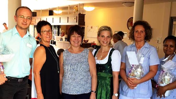 Diana Stachowitz, MdL mit den Leitungen des Pflegezentrums Moosach