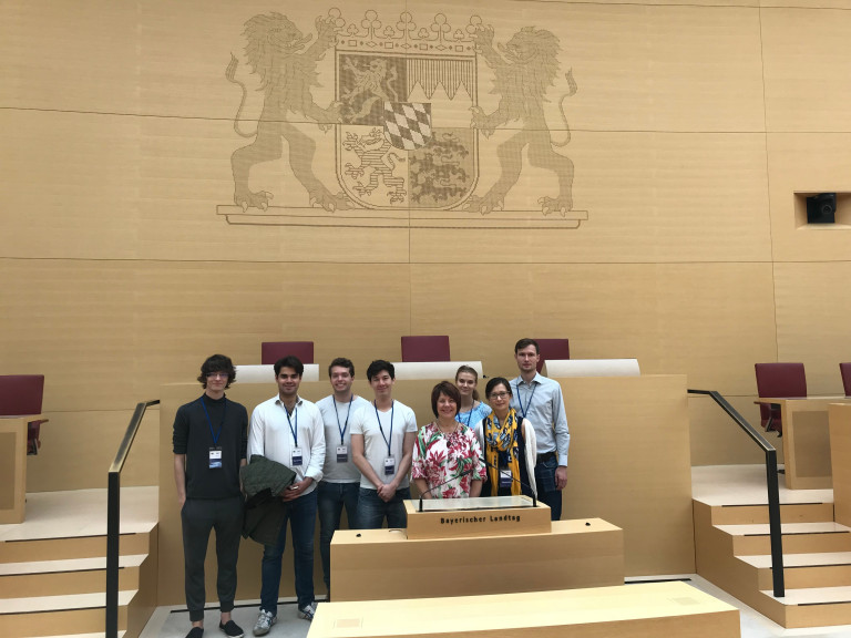 Diana mit den Jungen Europäischen Föderalisten im Landtag
