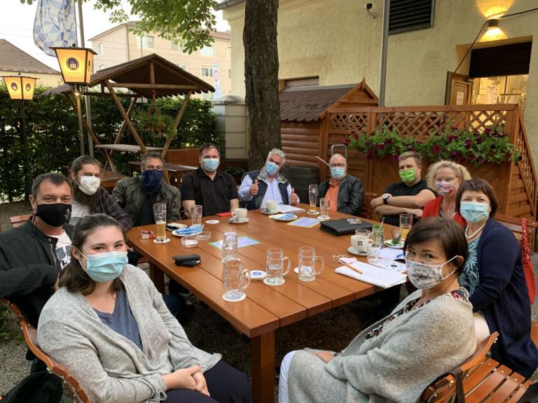 Diana Stachowitz mit Mitgliedern der Faschingsvereine