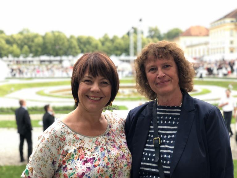 Diana Stachowitz mit Renate Lotte beim Sommerempfang