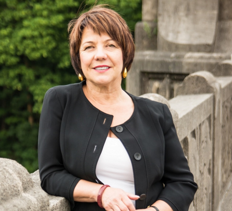 Diana Stachowitz vor dem Landtag